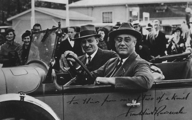 640px-Franklin_D._Roosevelt_and_Henry_Morgenthau_Jr_-_NARA_-_195619