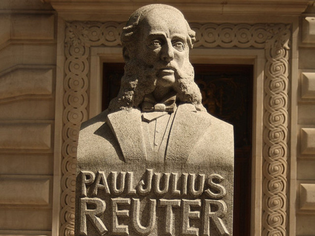 Statue av Paul Reuter i City of London.