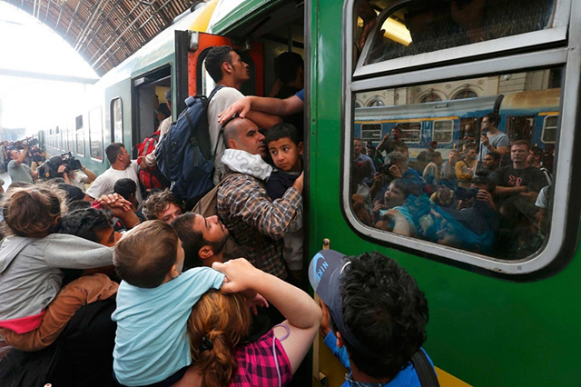 image.adapt.990.high.budapest_refugees_station_32a.1441307883842
