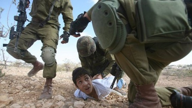 Palestinian-child-Israeli-soldiers-460x259