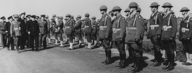 640px-Churchill_troops_Iceland_Aug_1941