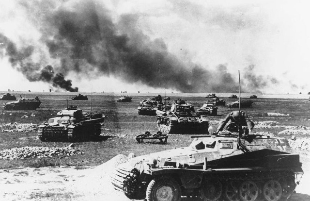 640px-Operation-Barbarossa-1941-German-Panzers-in-Russia