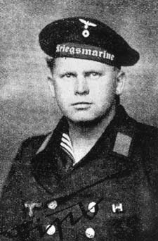 Philipp Rupprecht i marineuniform.